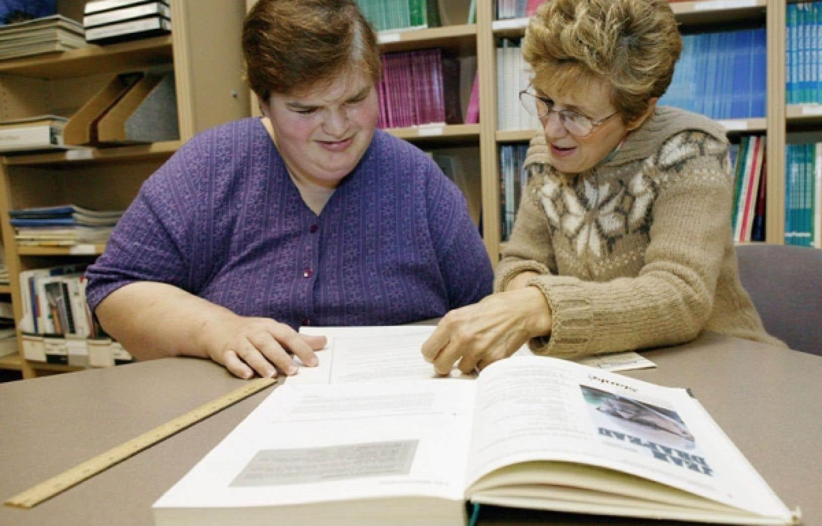 Au Québec, en 2012, 49 % des 16-65 ans souffrent de problèmes de lecture et d'écriture, tandis que 16 % de la population est complètement analphabète.