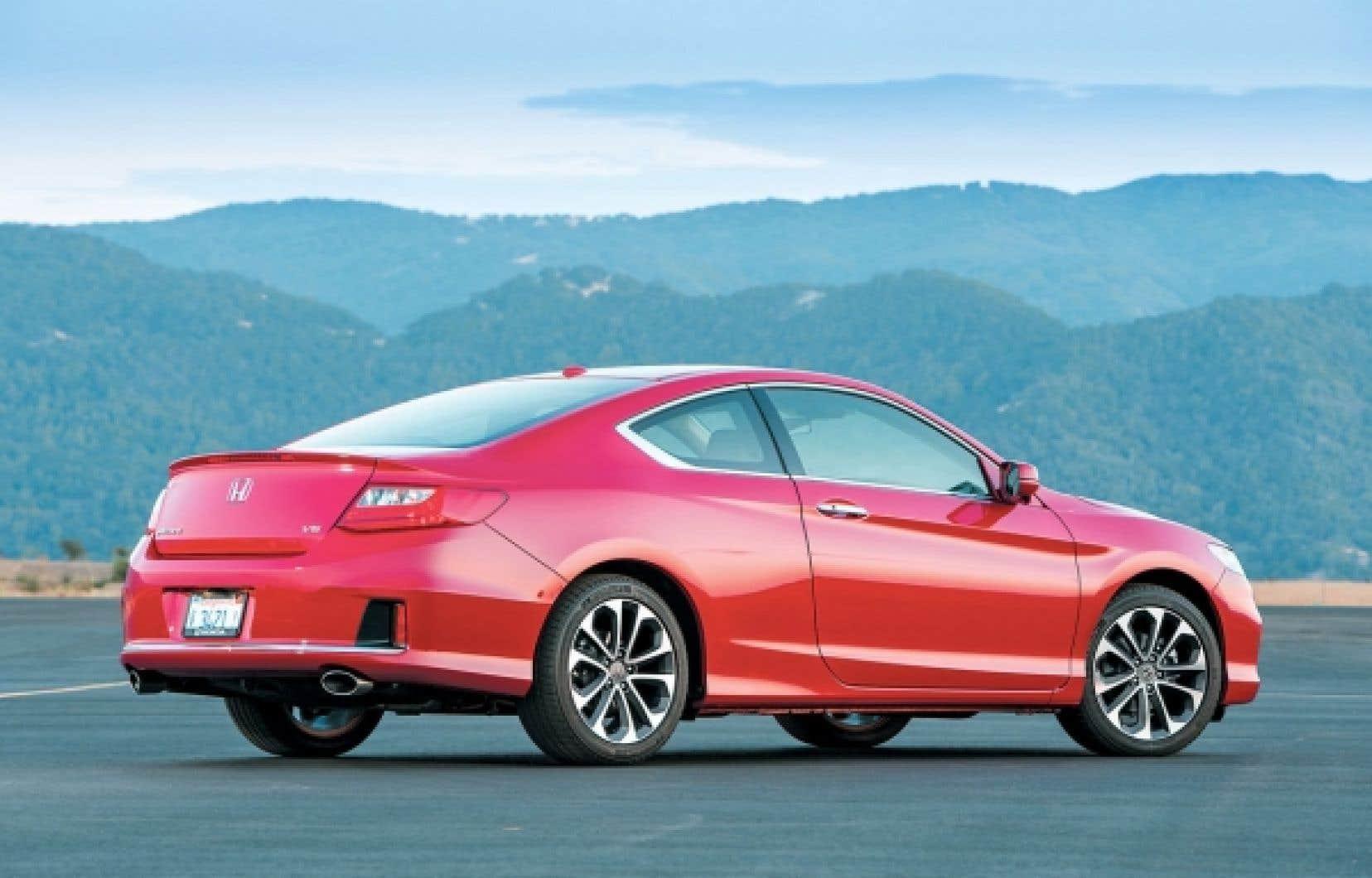 Au terme de son cycle de cinq ans, Honda renouvelle l'Accord pour une huitième fois. L'allure générale est plus gracieuse, plus homogène, et devrait plaire à la clientèle cible.