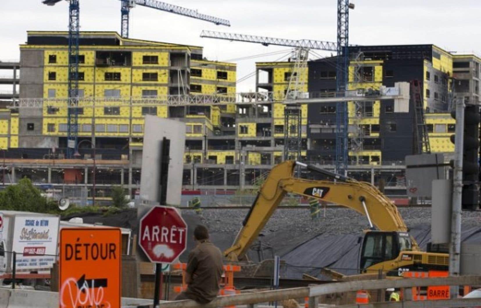Le CUSM est le pendant anglophone du CHUM. Les deux hôpitaux sont présentement en chantier ce qui implique une multitude de contrats de construction.