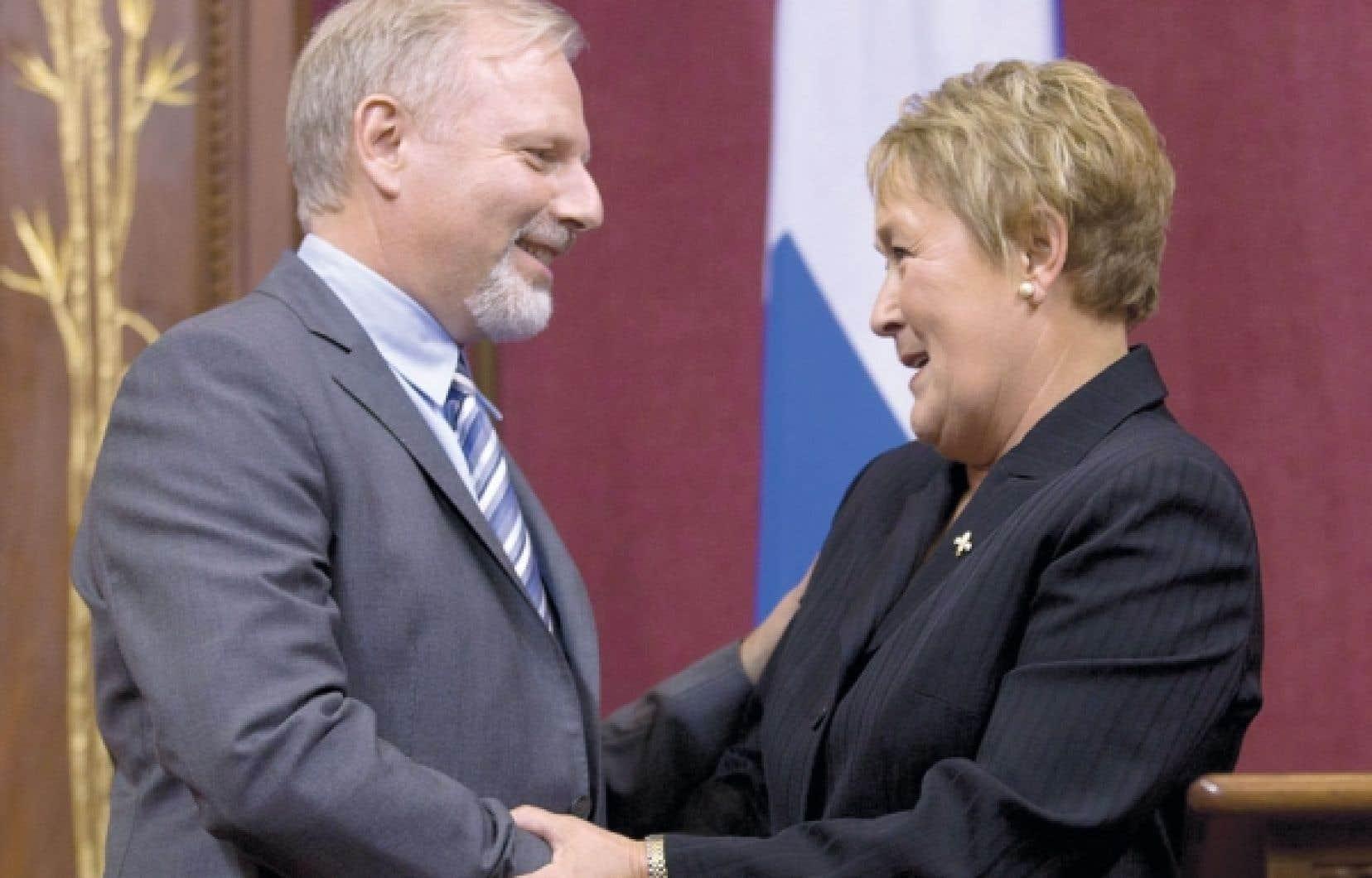 Pauline Marois accueille Jean-François Lisée, ministre des Relations internationales, du Commerce et de la Francophonie et responsable de la région de Montréal.