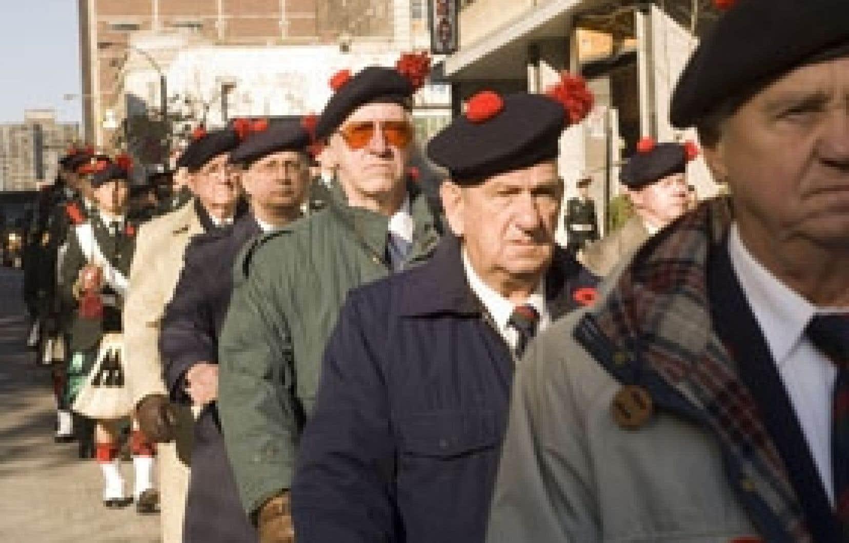 Les vétérans ont défilé hier dans le centre-ville de Montréal pour commémorer le jour du Souvenir.