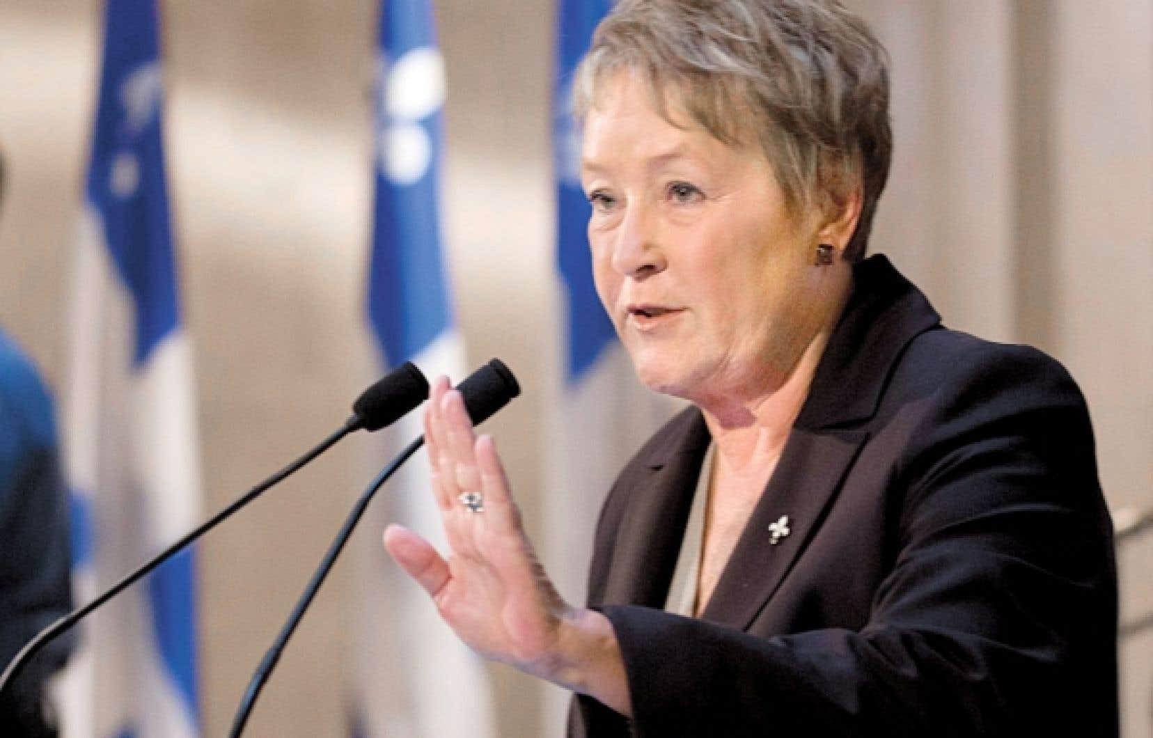 <div> Pauline Marois a indiqué que le dépassement des dépenses laissé par le gouvernement Charest était supérieur à la somme de 800 millions révélée par Raymond Bachand.</div>