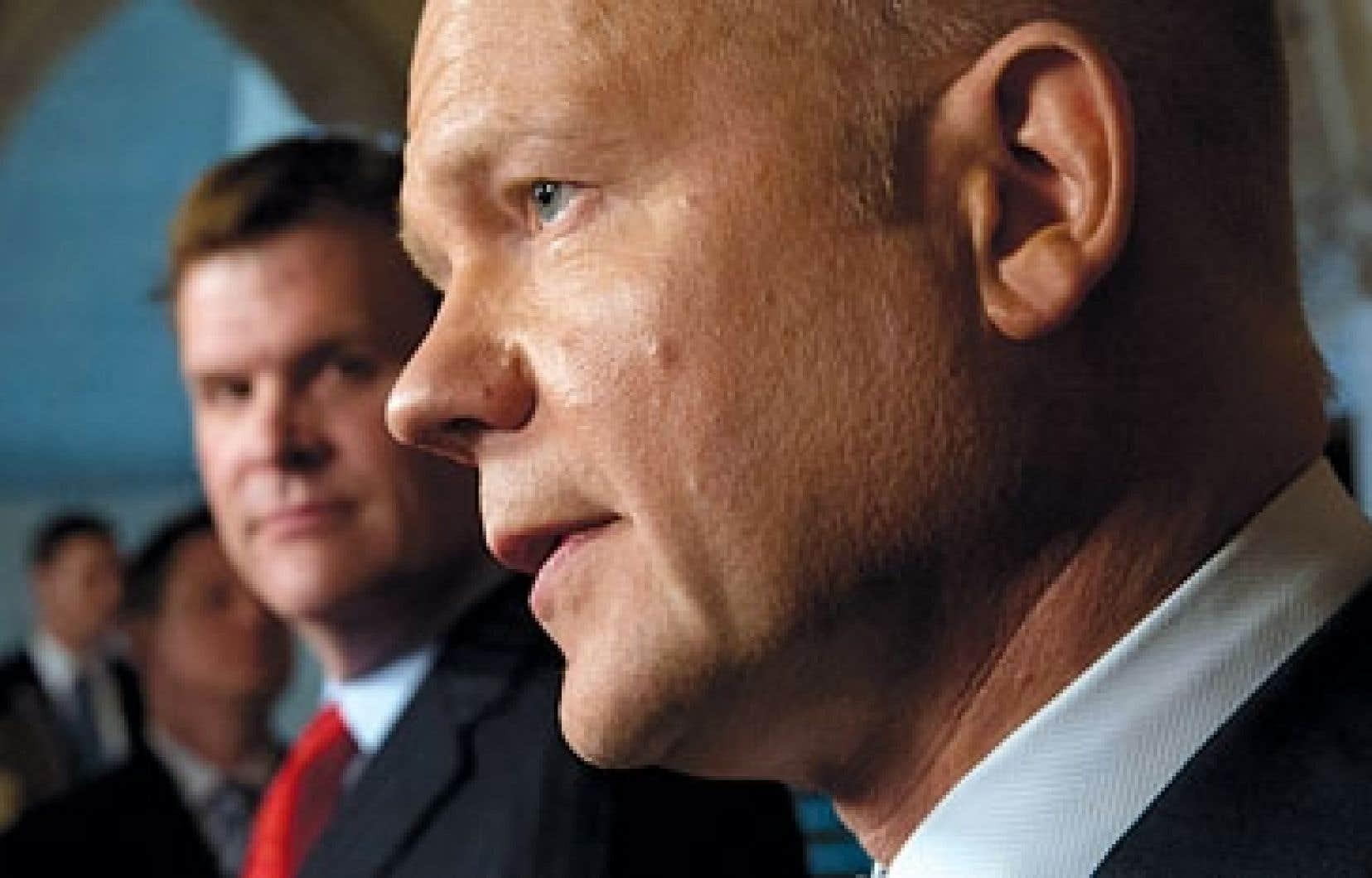 Le ministre britannique des Affaires étrangères, William Hague, en compagnie de John Baird