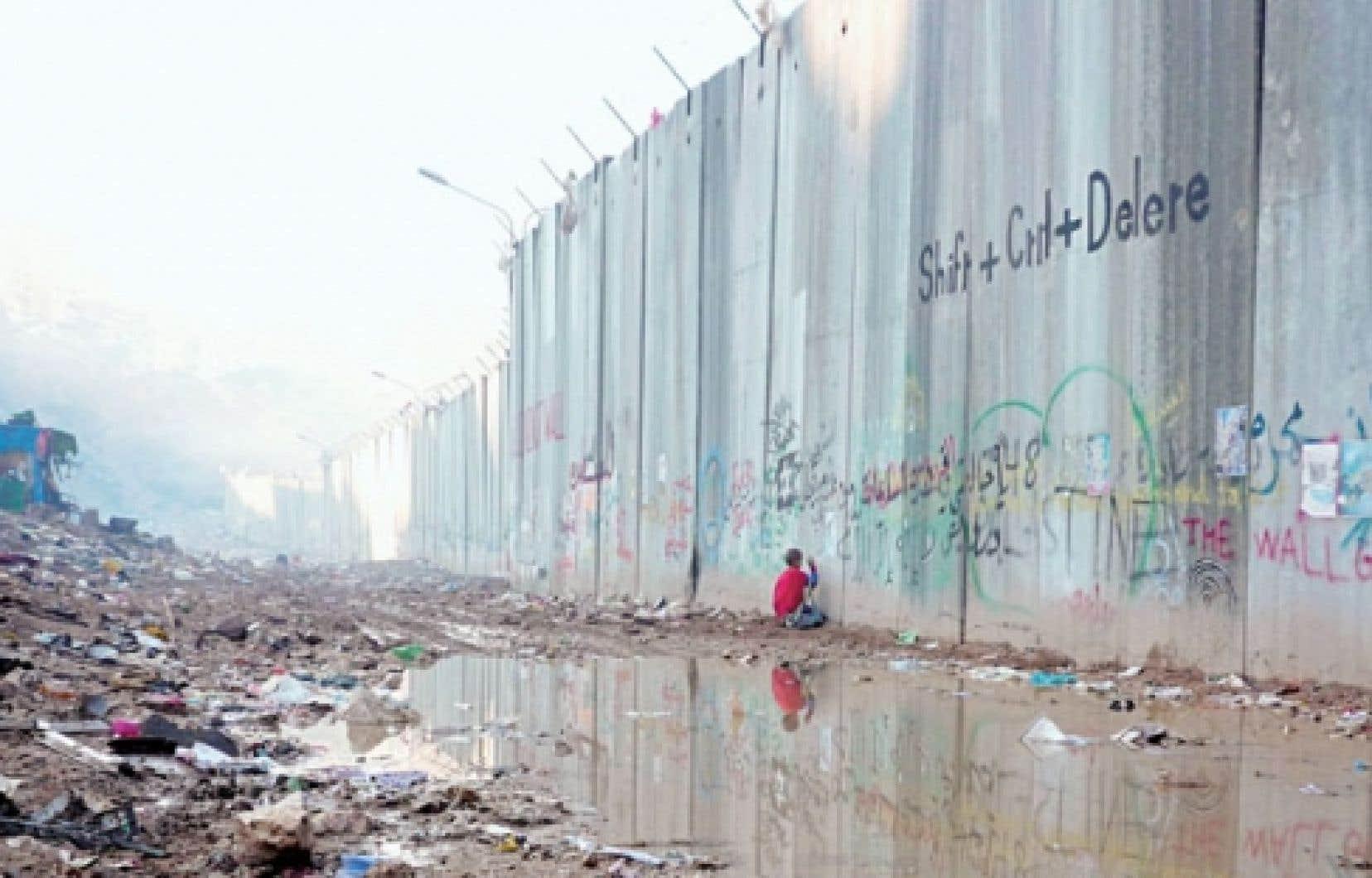 Inch'Allah pose un regard troublé sur les réalités complexes du Moyen-Orient.