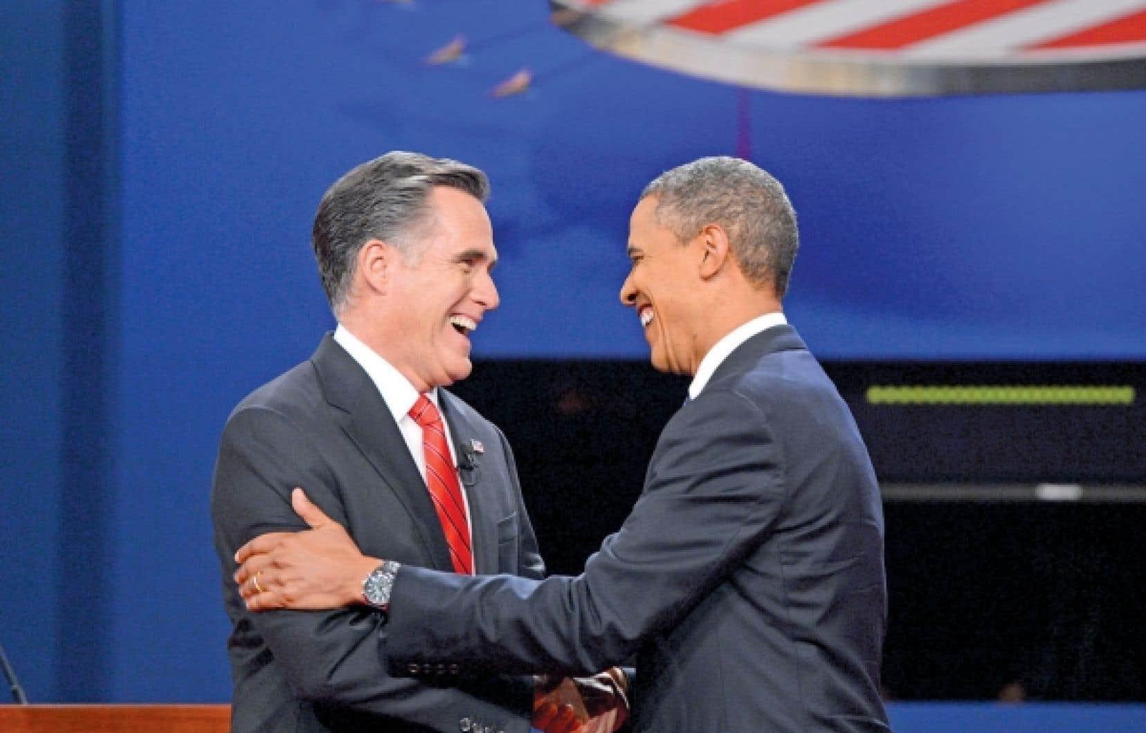 <div> Mitt Romney et Barack Obama à leur arrivée sur la scène de l'Université de Denver où avait lieu le premier des trois débats entre les deux candidats.</div>