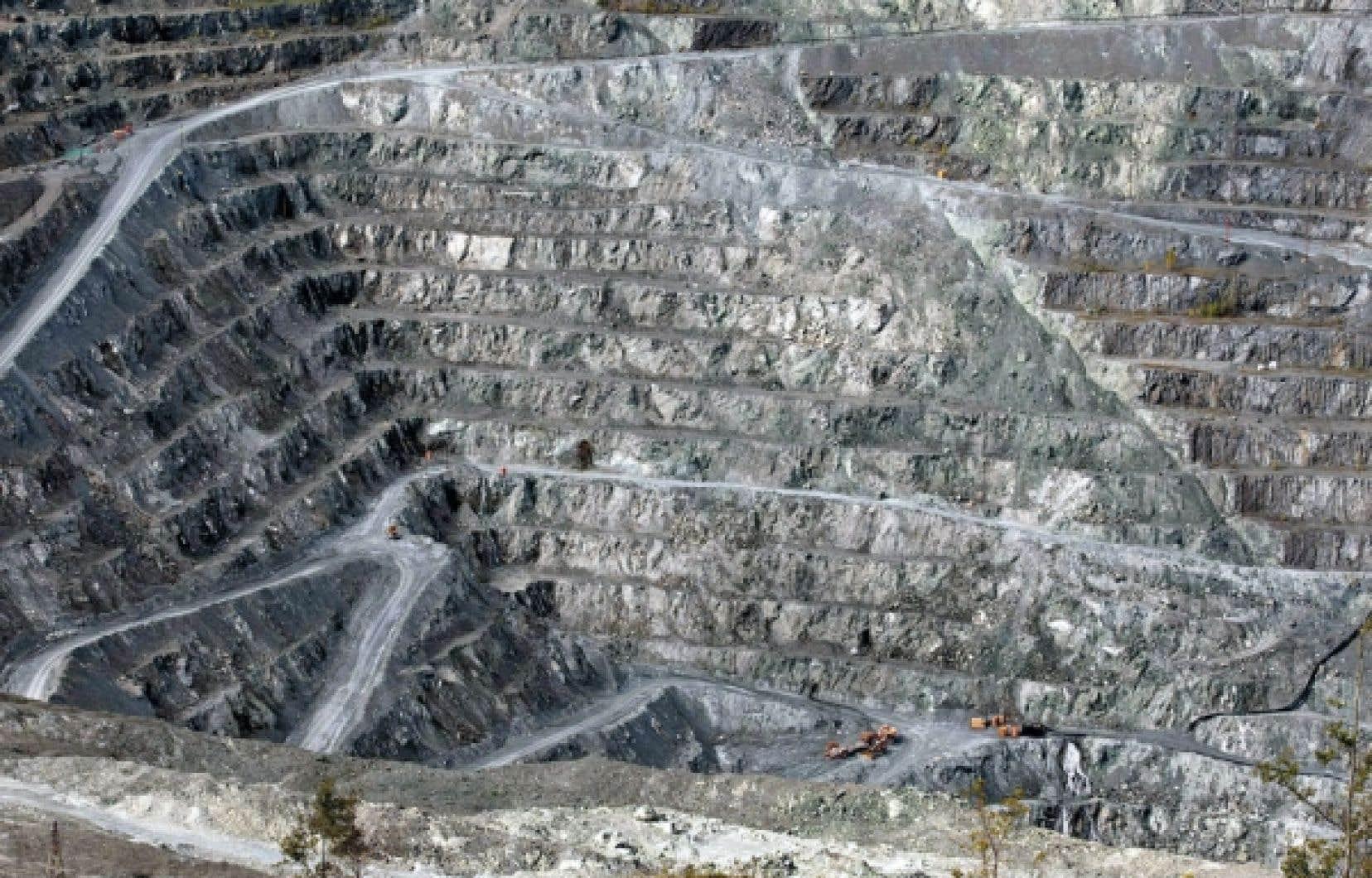 Les mesures de manipulation sécuritaire mises en place en 1975 semblent avoir eu un effet bénéfique pour les travailleurs de la mine Jeffrey d'Asbestos.
