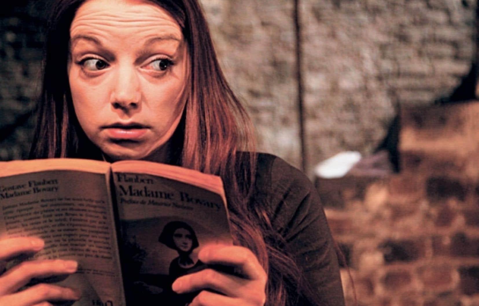 La comédienne Julie Duroisin se montre très habile dans les métamorphoses.