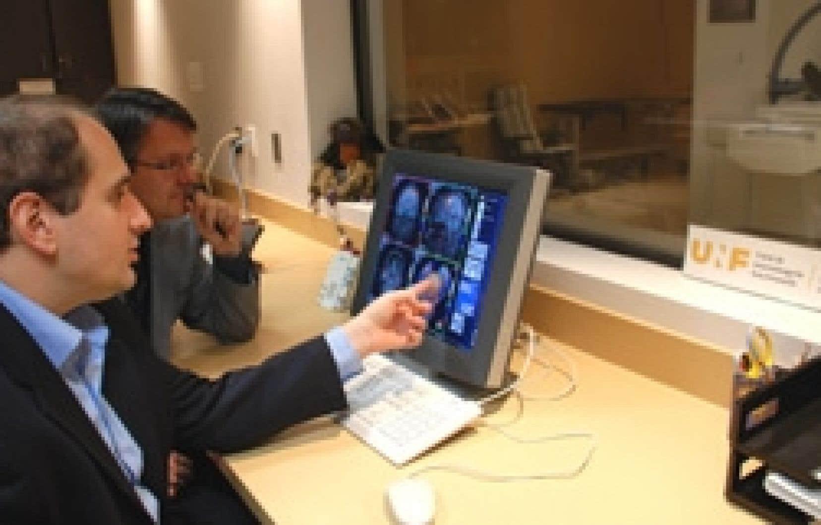 Julien Doyon, directeur scientifique de l'Unité de neuroimagerie fonctionnelle de l'Institut universitaire de gériatrie de Montréal, et son adjoint, Ouri Monchi, peuvent, grâce à de nouvelles techniques d'imagerie, examiner avec une précision
