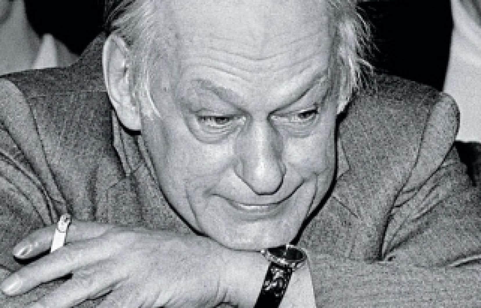 <div> René Lévesque lors d'un conseil national du Parti québécois en 1982</div>