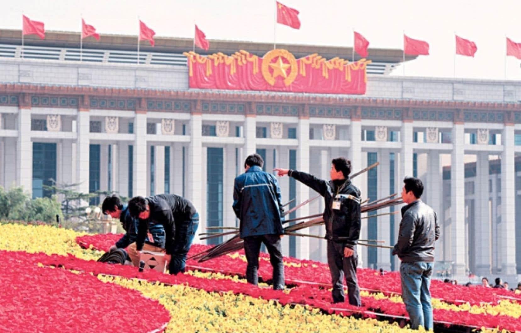 Les préparatifs allaient bon train hier sur la place Tiananmen avant l'ouverture du congrès du Parti communiste chinois.
