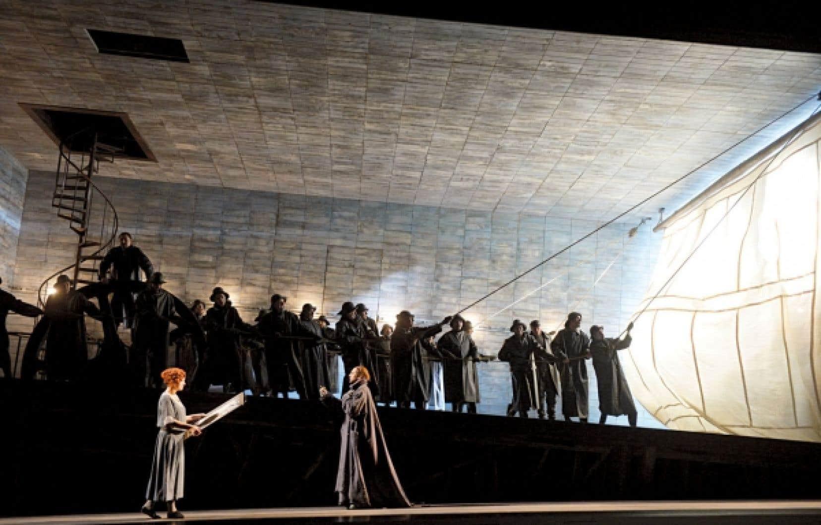 Le sujet du Vaisseau fantôme a été inspiré au compositeur par des périples de sa propre vie, en l'occurrence un voyage Riga-Londres en tant que passager clandestin d'un bateau.
