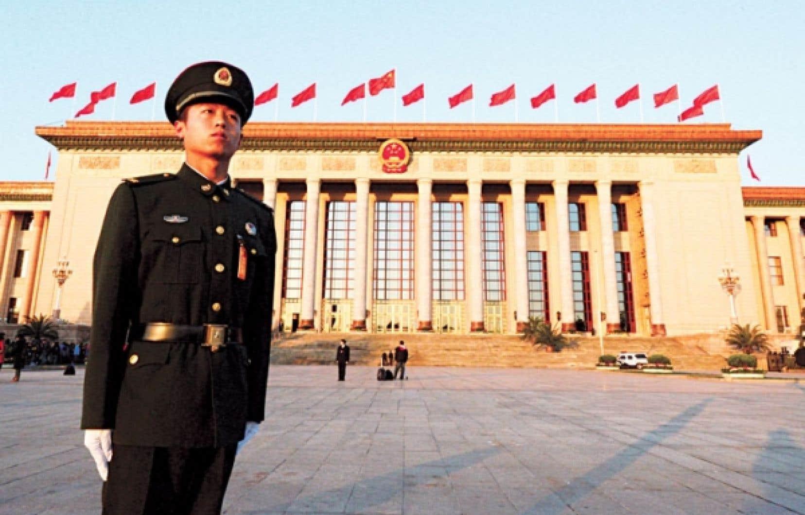2 270 représentants civils et militaires participent au congrès du PCC sous bonne garde.