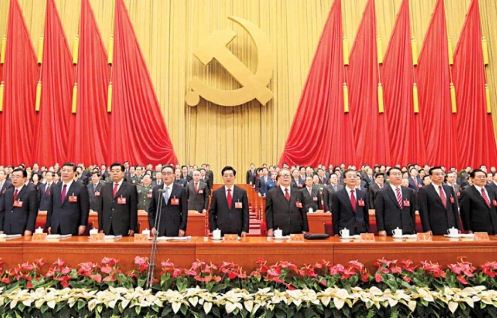 Une partie des participants au congrès, dont le secrétaire général actuel, Hu Jintao (au centre).