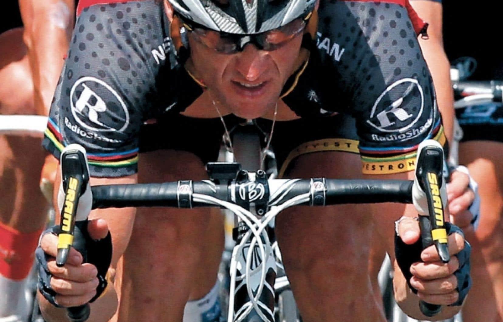 Lance Armstrong au Tour de France en 2010. «Si un individu ou un système trouve une stratégie efficace pour arriver à ses fins, explique le philosophe Dominic Martin, le risque est grand que cela force tous les autres à employer la même ruse, peu importe la moralité ou l'éthique de chacun des individus. » Un exemple? À la suite des révélations-chocs au sujet du champion déchu, l'on constate que d'autres sportifs ont recouru eux aussi au dopage pour viser la victoire.