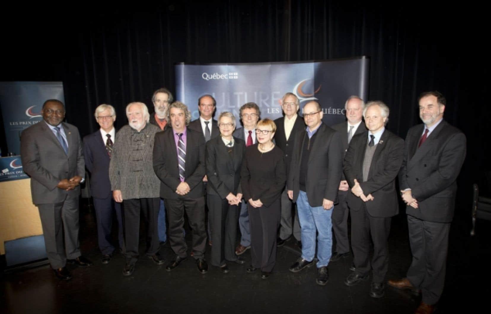 Les récipiendaires des Prix du Québec pour l'année 2012, en compagnie du ministre de la Culture et des Communications, Maka Kotto, et du ministre de l'Enseignement supérieur, Pierre Duchesne.