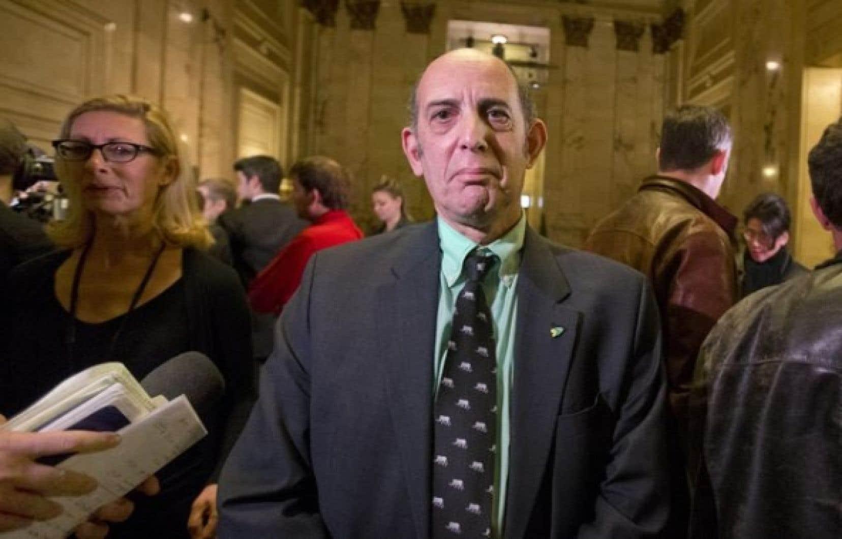 Marvin Rotrand juge que M. Applebaum est le mieux placé pour apporter des changements au conseil de ville de Montréal. (Photo d'archives)<br />