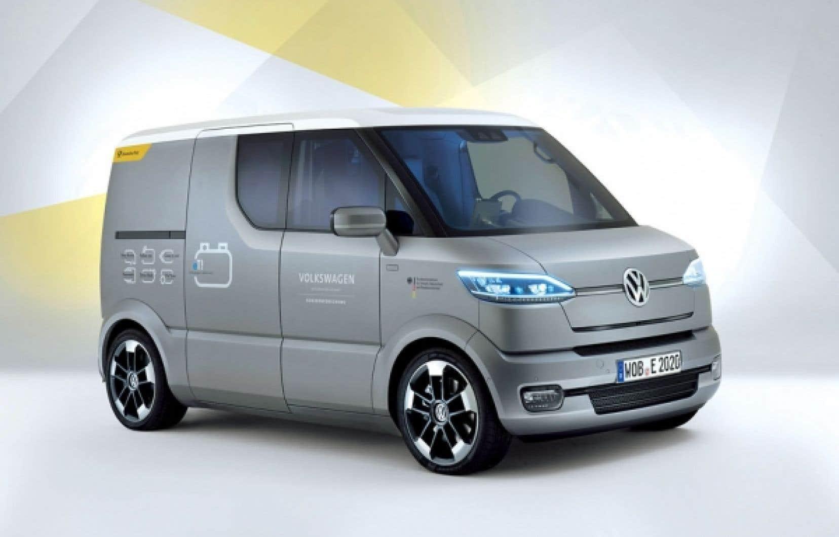 La fourgonnette de livraison expérimentale Volkswagen eT ! répond aux commandes vocales des facteurs allemands. Elle peut notamment se déplacer vers l'usager lorsqu'il lance la commande « Come to me ».