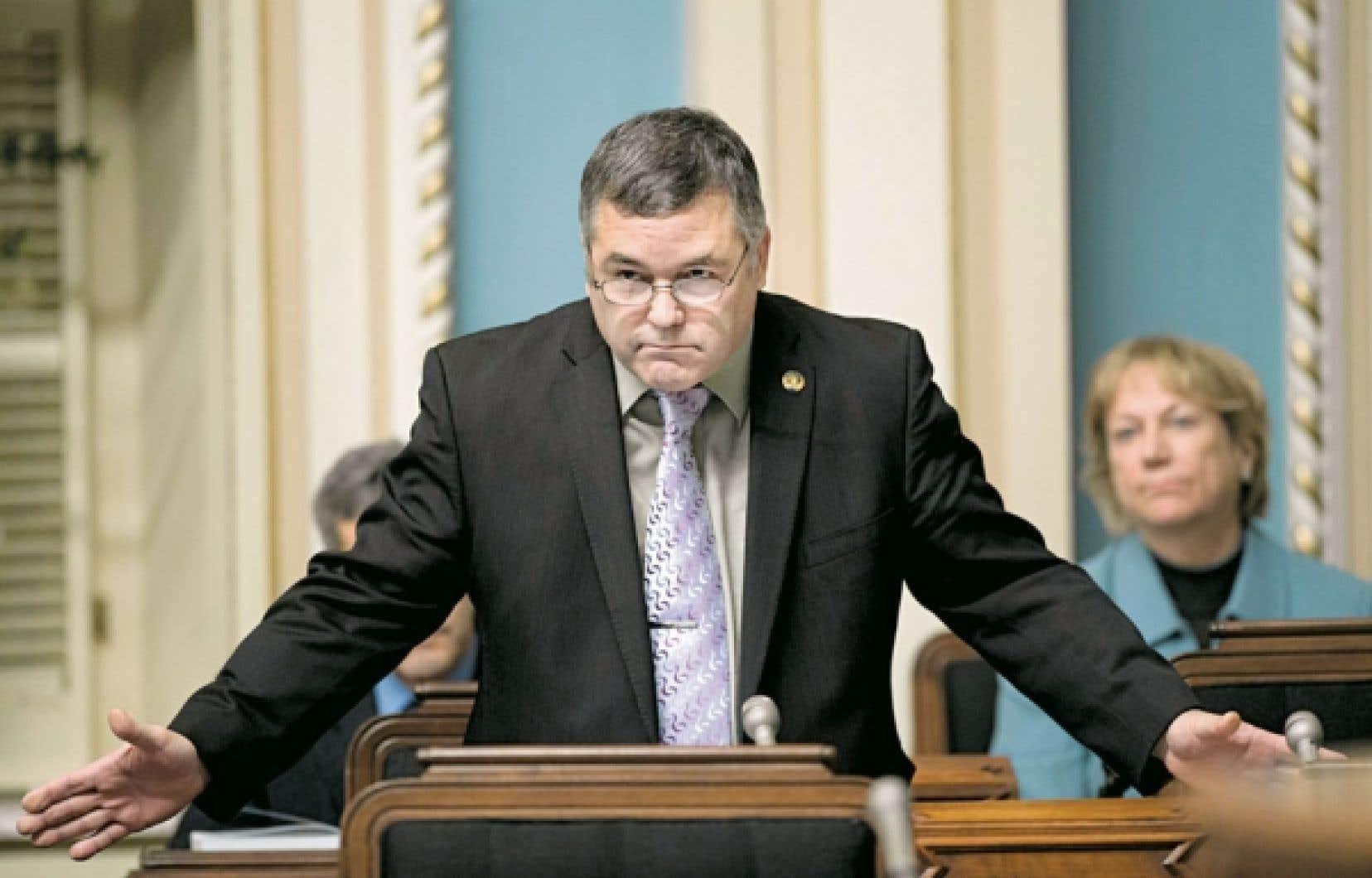 En Chambre, le ministre Daniel Breton s'est borné à répéter qu'il avait à cœur la protection de l'environnement et le développement durable.