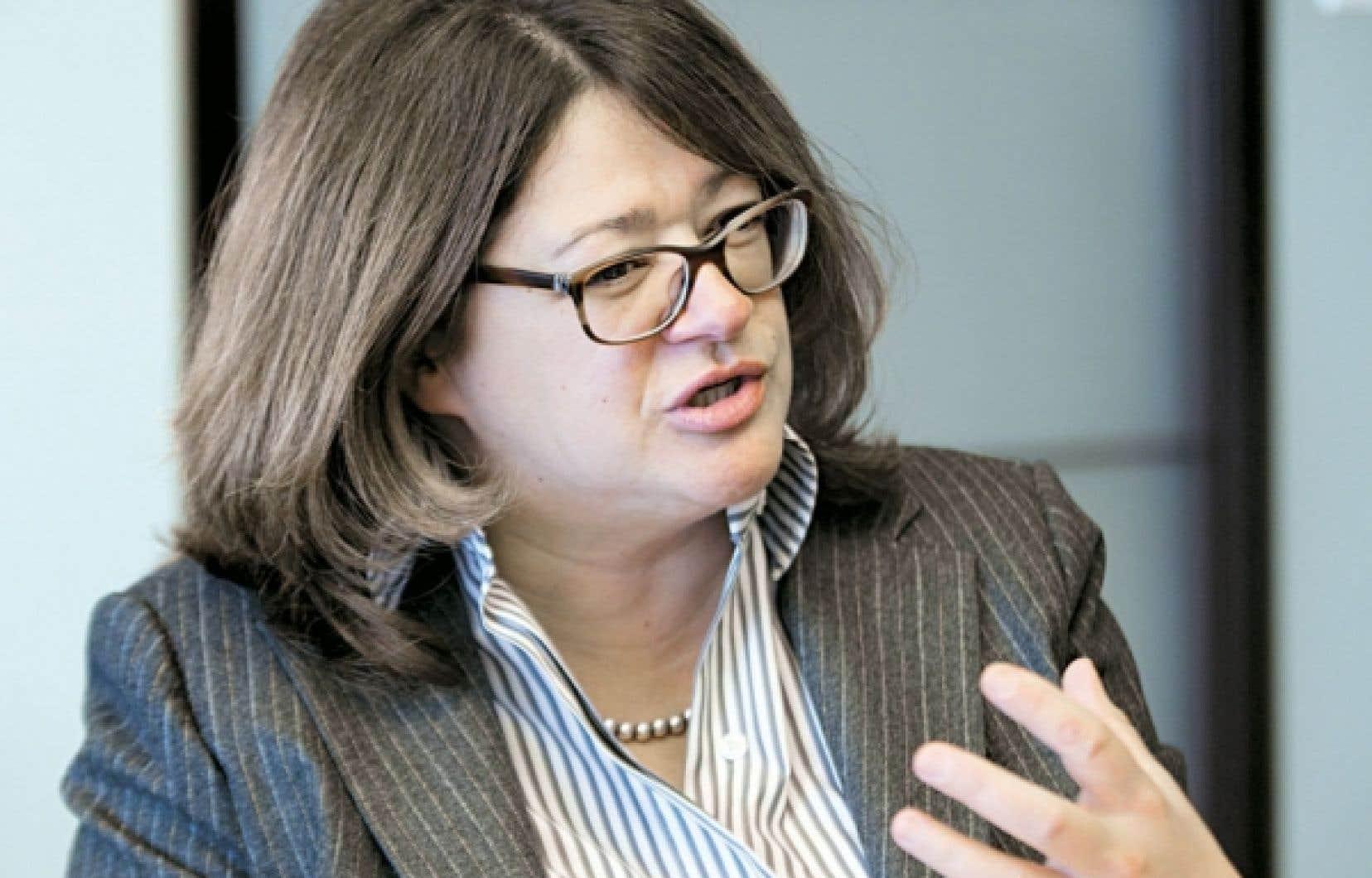 Selon Brigitte Simard, associée directrice du bureau montréalais de Korn/Ferry et chasseuse de têtes, il est impératif que les femmes réseautent différemment si elles veulent atteindre les plus hauts sommets dans les conseils d'administration.