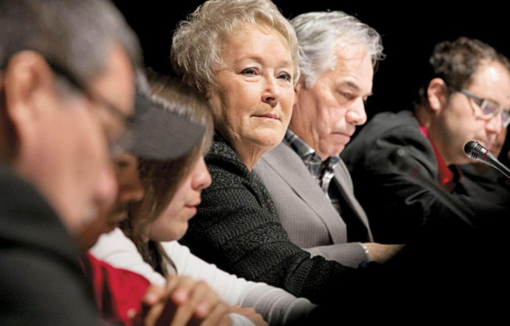 La première ministre, Pauline Marois, et le chef de l'Assemblée des Premières Nations du Québec et du Labrador, Ghislain Picard, ont discuté lundi du développement des ressources et de la gestion du territoire québécois.