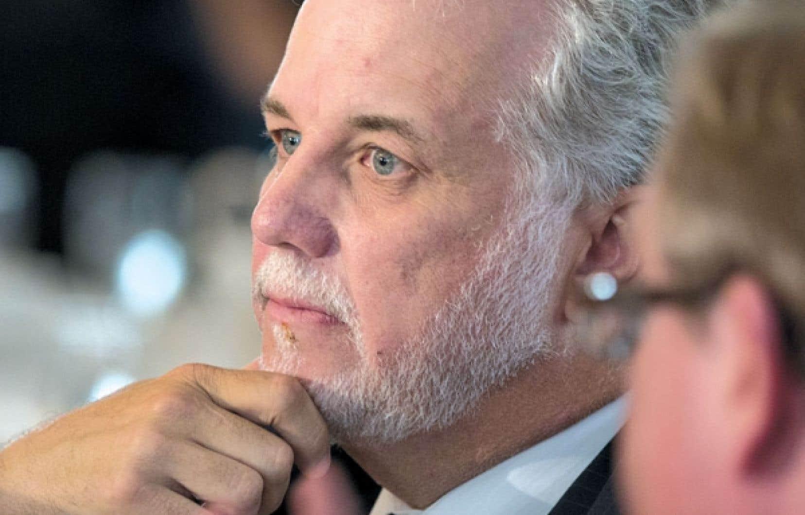 « Au pouvoir depuis tellement d'années, marquées par des luttes constitutionnelles trop souvent menées sur le terrain de leurs adversaires, plusieurs libéraux du Québec en sont venus à oublier qui ils sont », estime Philippe Couillard.