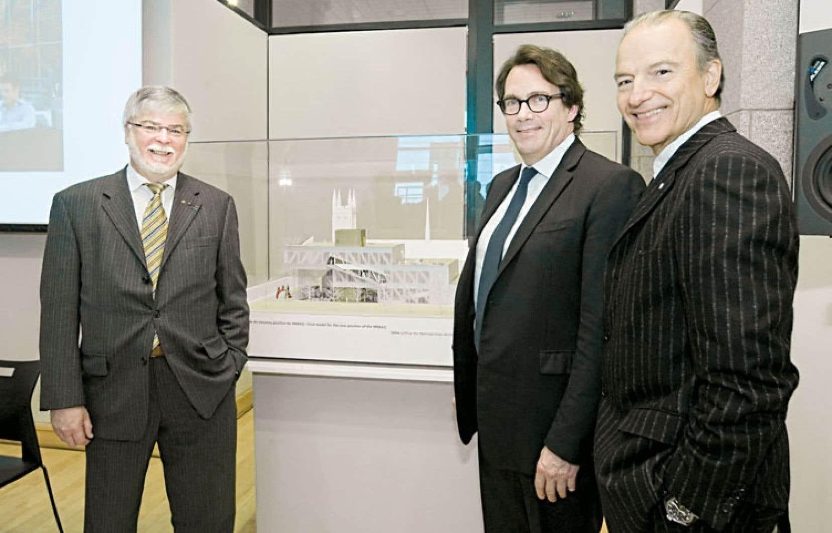 Le président de la Fondation du Musée national des beaux-arts, John R. Porter, et les hommes d'affaires Pierre Karl Péladeau et Pierre Lassonde étaient présents à Québec jeudi pour l'annonce de la contribution de Québecor à la Fondation du Musée.