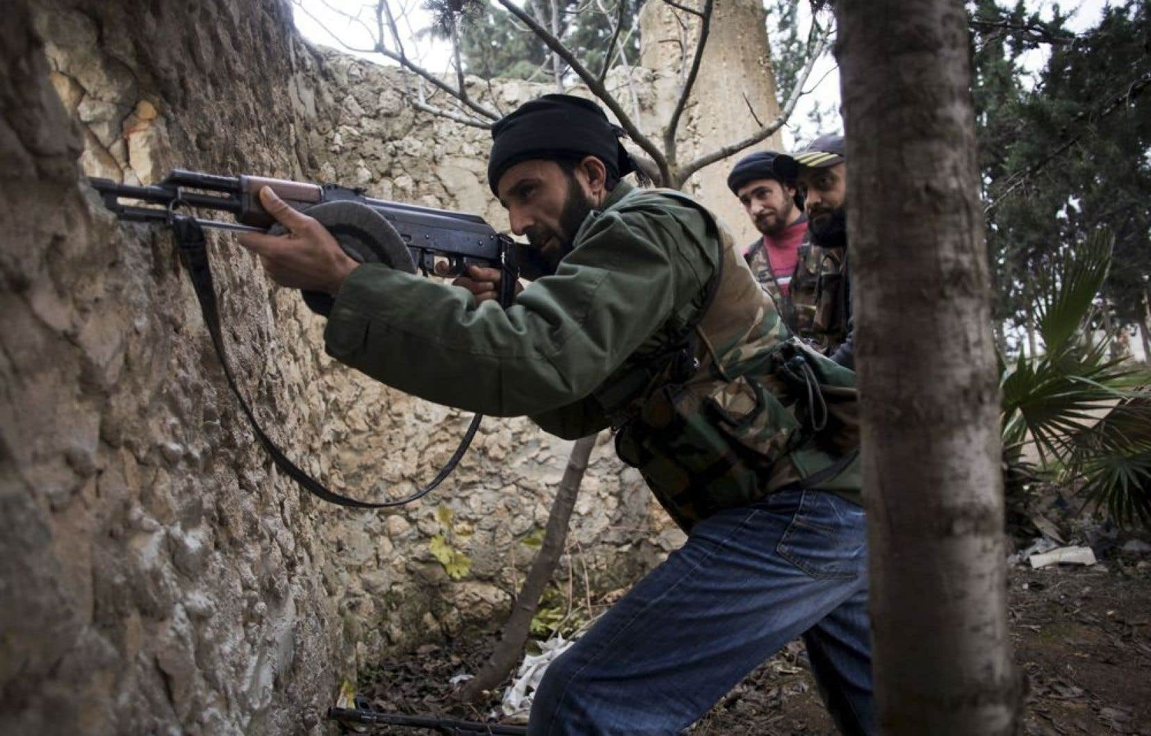 Des rebelles combattaient jeudi dans la région d'Alep.
