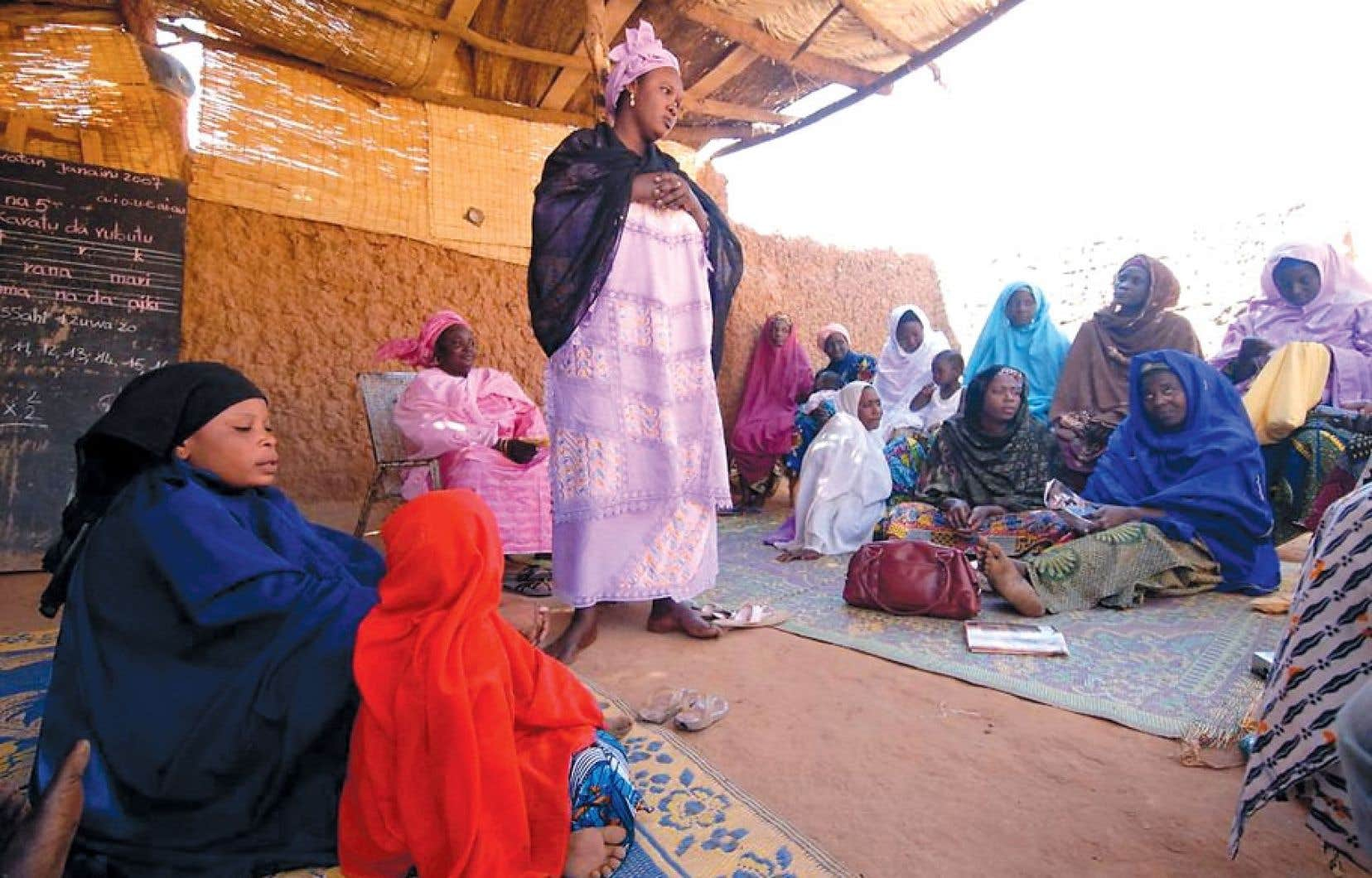 Le CECI participe à des projets éducatifs pour les femmes dans des pays africains.