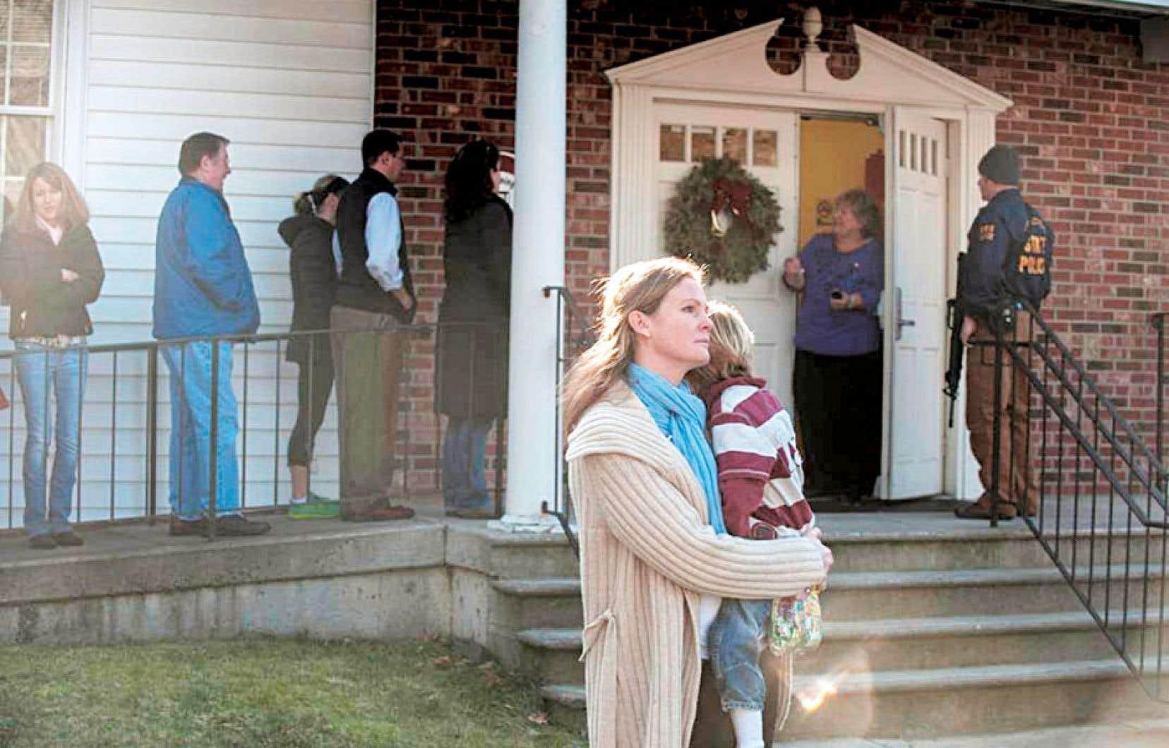 Une petite ville du Connecticut a été secouée hier quand un forcené a tué une vingtaine d'enfants dans une école primaire.