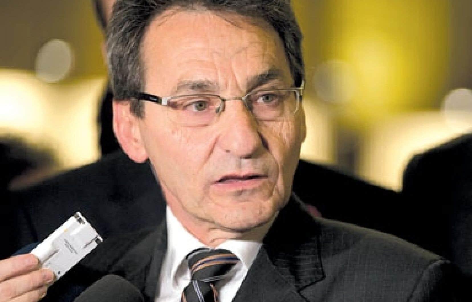 Le chef de Projet Montréal, Richard Bergeron, nie formellement avoir traité d'« hostie de salopes » deux militantes de Vision Montréal, comme le prétendent celles-ci.