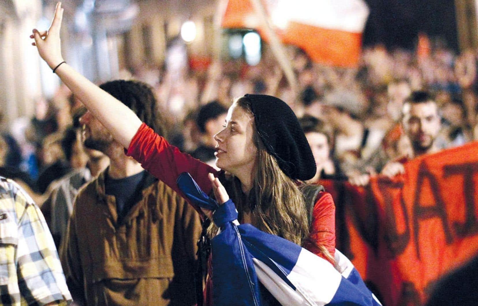 Soirée de manifestation à Québec pendant le conflit étudiant, en mai dernier. Selon le sociologue et historien Gérard Bouchard, ces manifestations sont peut-être « le signe que le sentiment d'impuissance, d'immobilisme et de cynisme n'a pas encore tout étouffé ».