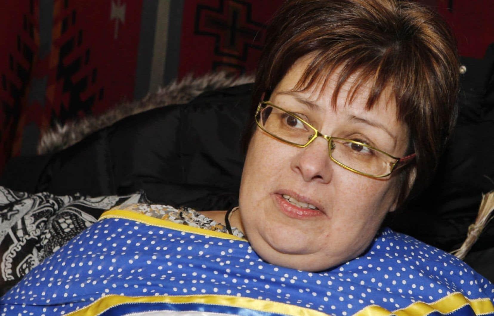 <div> Theresa Spence, la chef d&rsquo;Attawapiskat en gr&egrave;ve de la faim depuis le 11 d&eacute;cembre</div>