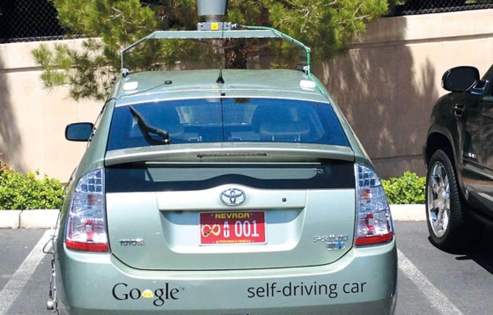 En mai dernier, Google a obtenu des autorités du Nevada une plaque d'immatriculation pour sa Toyota Prius, qui peut donc officiellement circuler sur les routes de l'État sans chauffeur.
