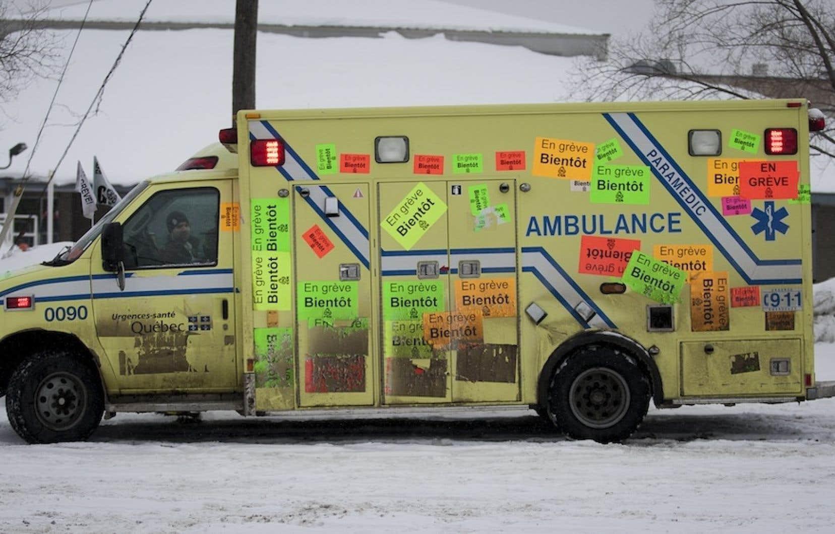 Sans contrat de travail depuis 2010, les ambulanciers en grève menaçaient d'accroître les moyens de pression à défaut d'un déblocage dans les pourparlers.