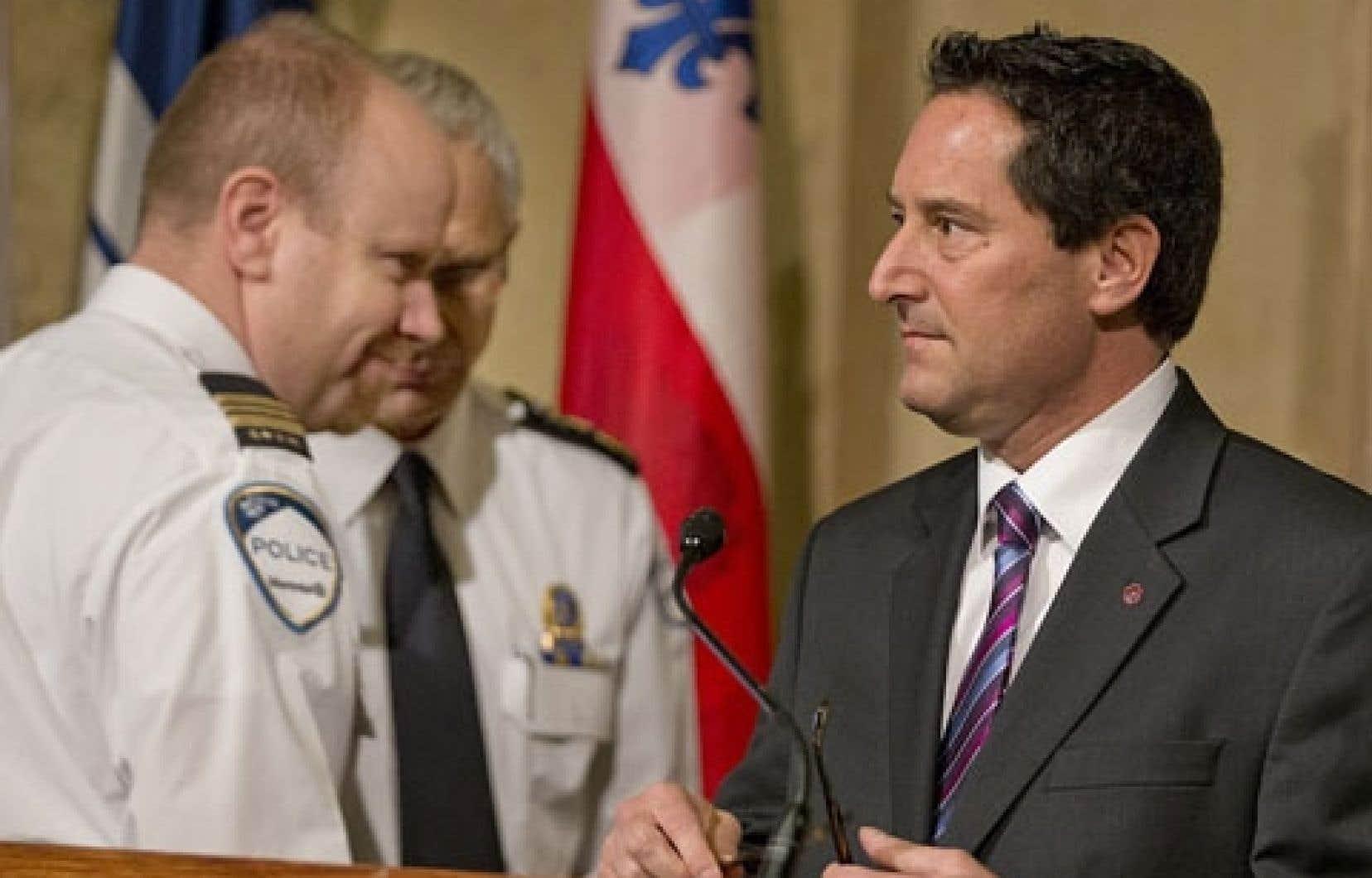 Michael Applebaum en conférence de presse vendredi matin, au cours de laquelle il a présenté la nouvelle Escouade de protection de l'intégrité municipale (EPIM).