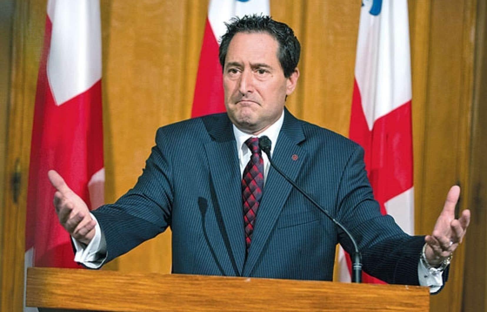 Le maire de Montréal, Michael Applebaum, a de nouveau défendu son intégrité mardi matin.