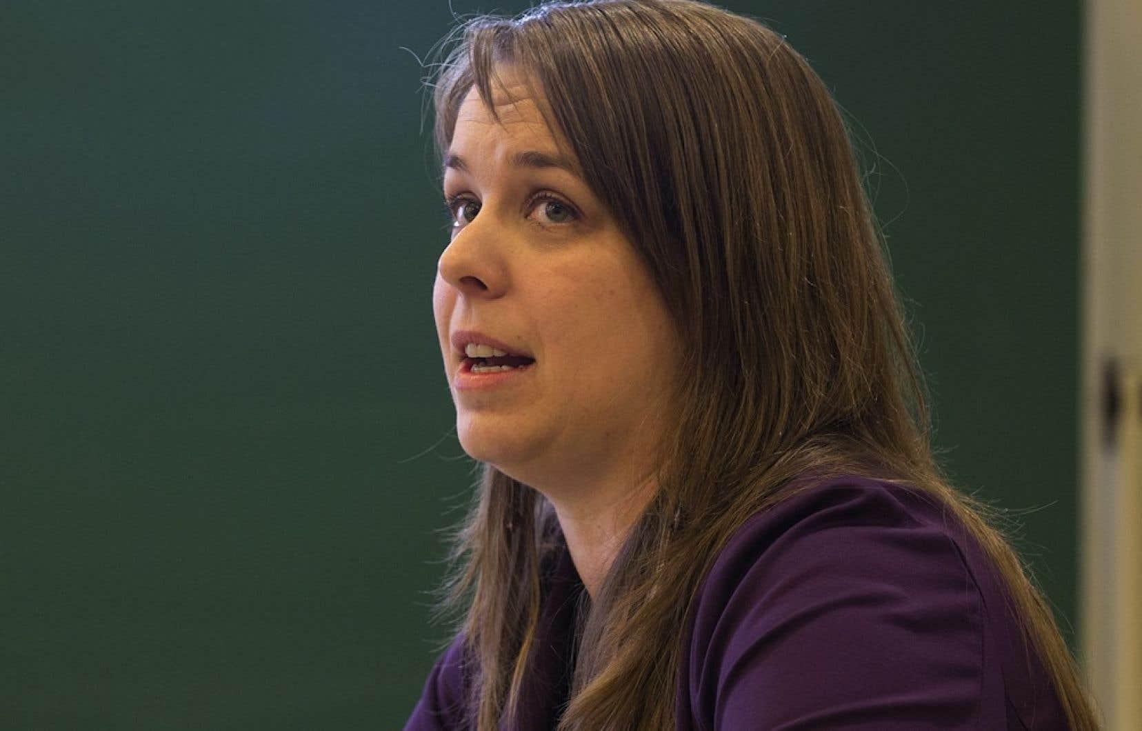 La présidente de la Fédération étudiante universitaire du Québec, Martine Desjardins, demande aux recteurs de faire leurs devoirs et de revoir leurs méthodes de gouvernance avant d'exiger de Québec qu'il délie les cordons de sa bourse.