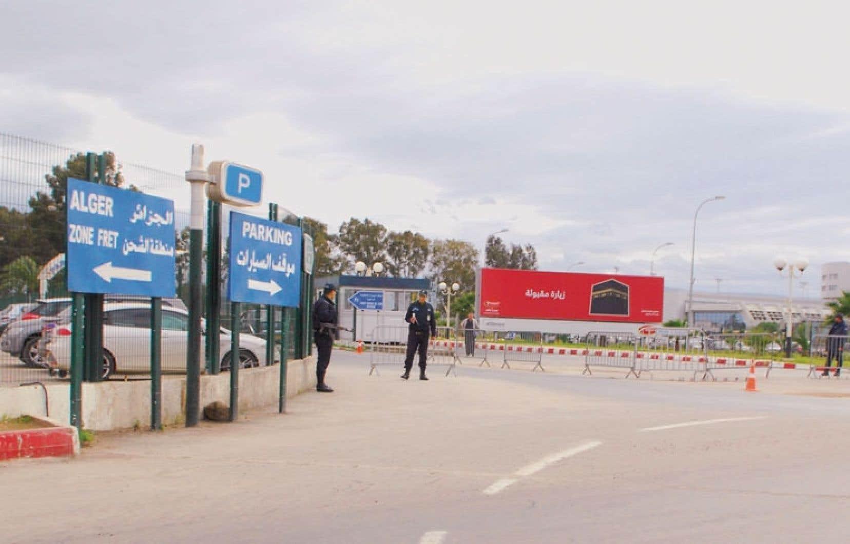 Mesures de contrôle sévères dans la région d'In Amenas, où les islamistes ont sévi.