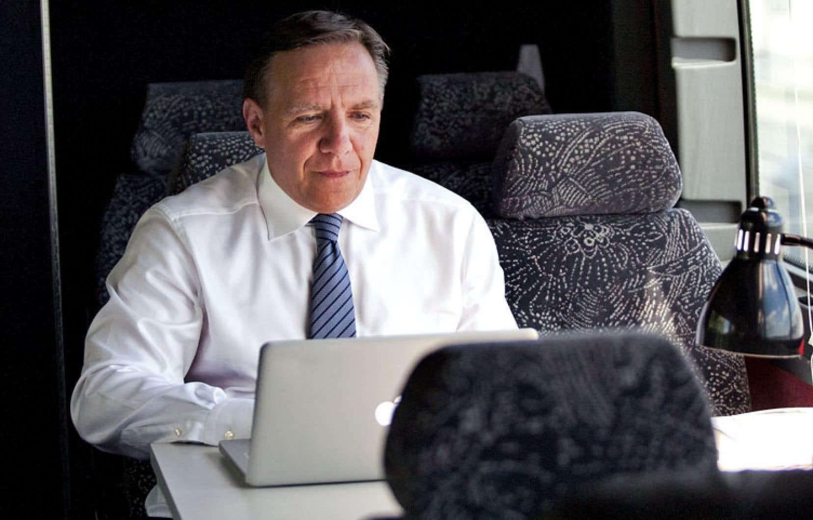 François Legault, chef de la CAQ, a visiblement développé un rapport obsessif à Twitter pendant cette campagne en diffusant personnellement plus de 2800 messages.