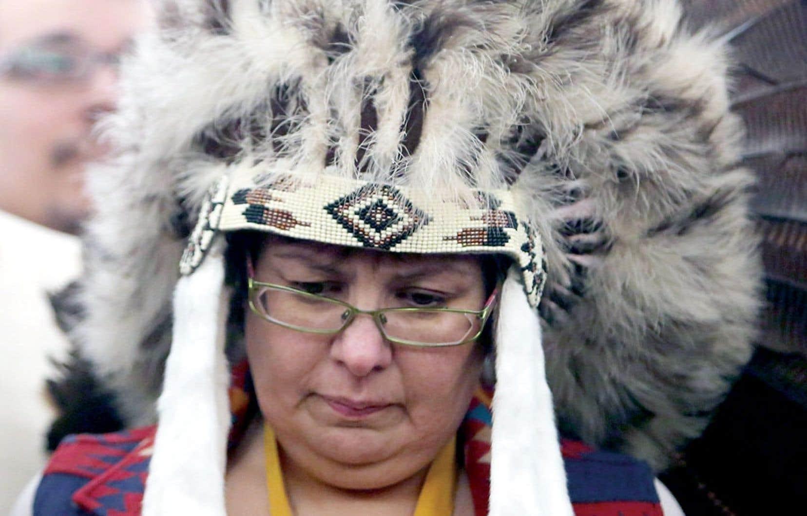 Theresa Spence et son entourage ont mené des discussions depuis deux jours afin de trouver une issue pour la chef de la réserve ontarienne, qui jeûne depuis le 11 décembre dernier.
