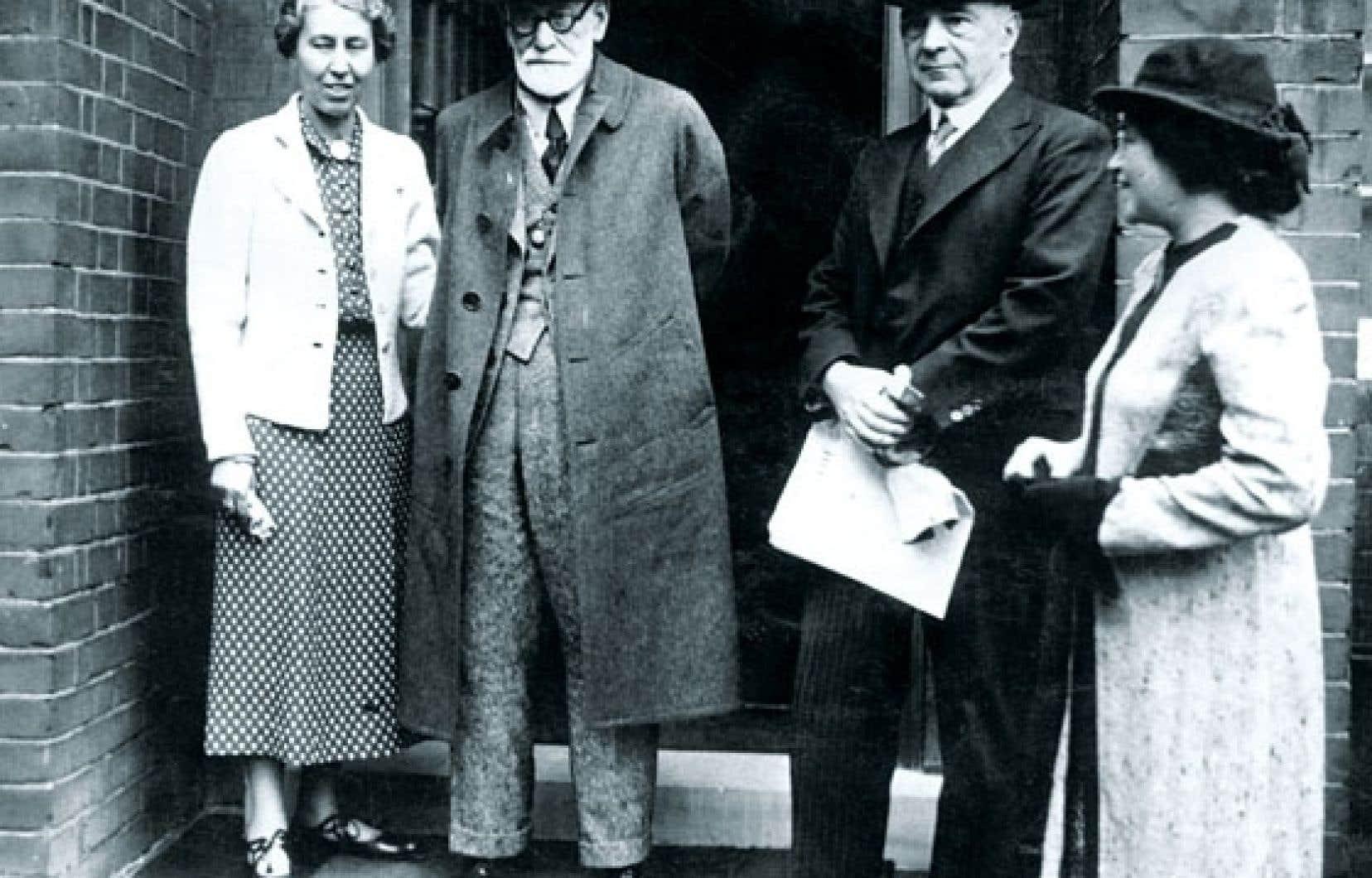 Sigmund Freud, premier théoricien de la psychanalyse, avec sa fille Anna.