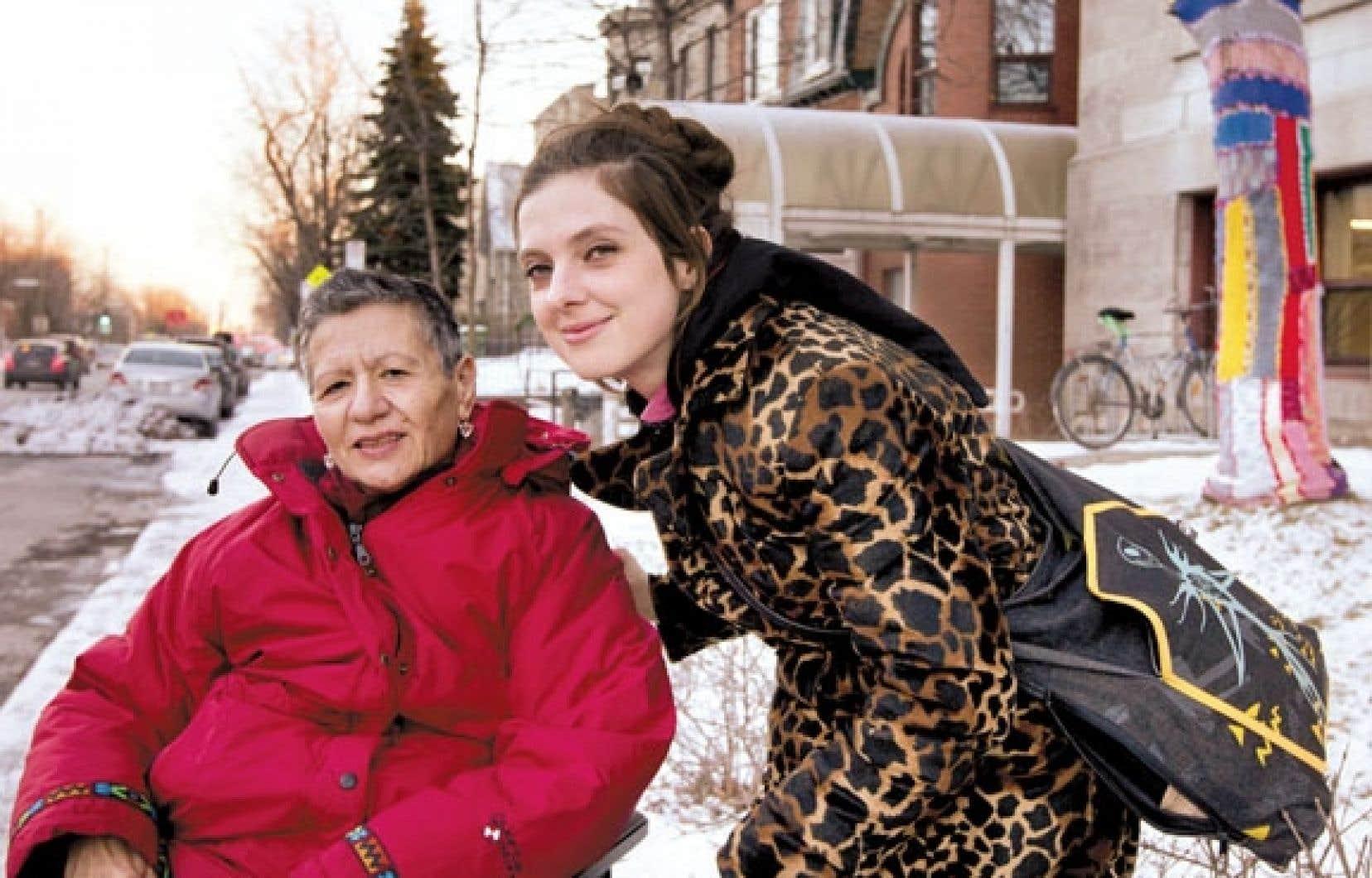 Guiseppa Terresi est l'une des premières résidentes du CHSLD Providence Notre-Dame de Lourdes à avoir participé aux ateliers de tricot-graffiti de Karine Fournier.