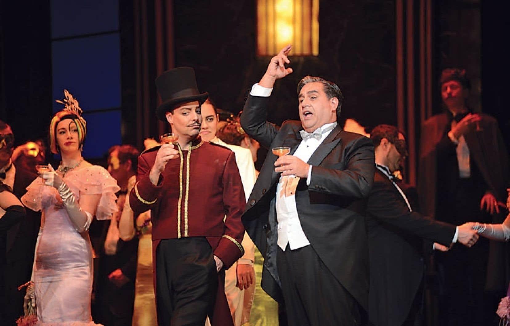 La chauve-souris de l'Opéra de Montréal a fait couler beaucoup d'encre ces dernières semaines, après que le ténor Marc Hervieux eut dénoncé l'utilisation de mannequins sur les affiches qui en faisaient la promotion.