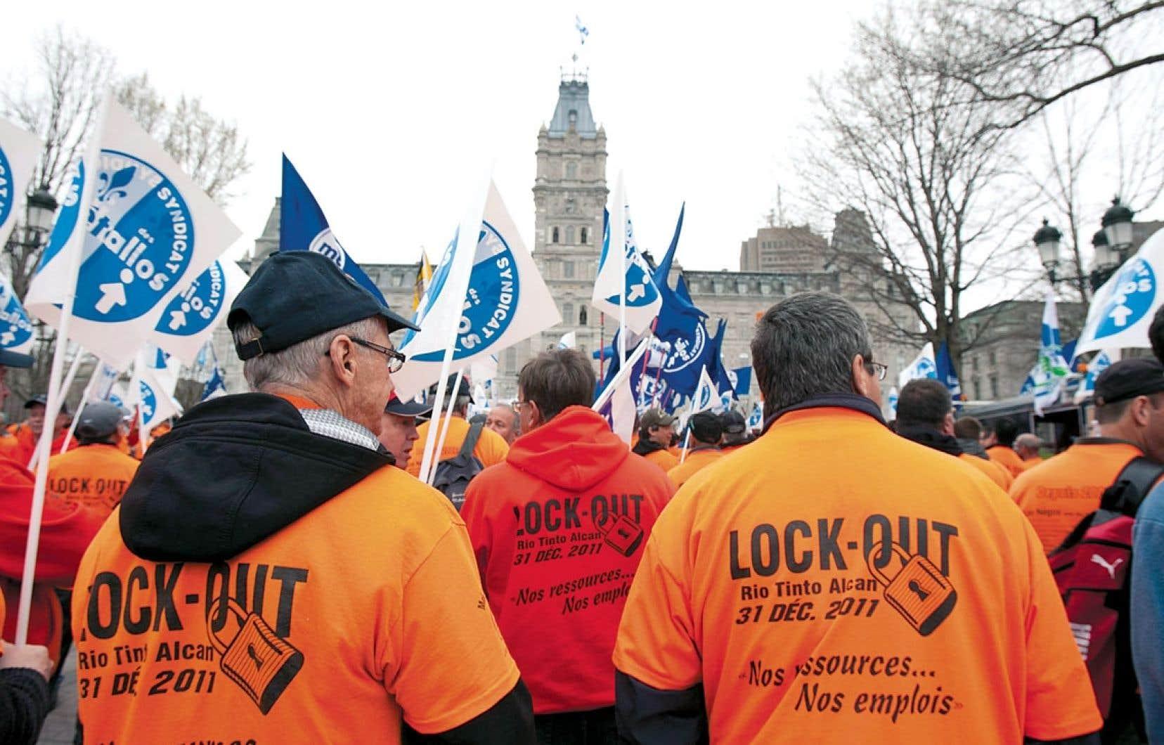 3 mai 2012: les travailleurs en lockout de Rio Tinto Alcan ont marché d'Alma jusqu'à Québec afin de manifester leur indignation du fait que la compagnie continuait de vendre ses surplus d'électricité à Hydro-Québec en dépit du conflit de travail en cours.