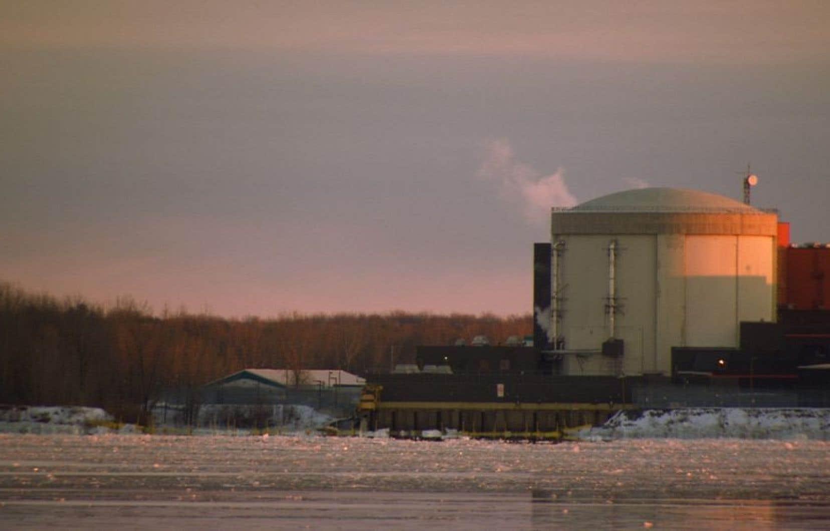 La Commission canadienne de sûreté nucléaire a indiqué de son côté qu'il appartenait à Hydro-Québec de définir le calendrier du démantèlement de Gentilly-2.