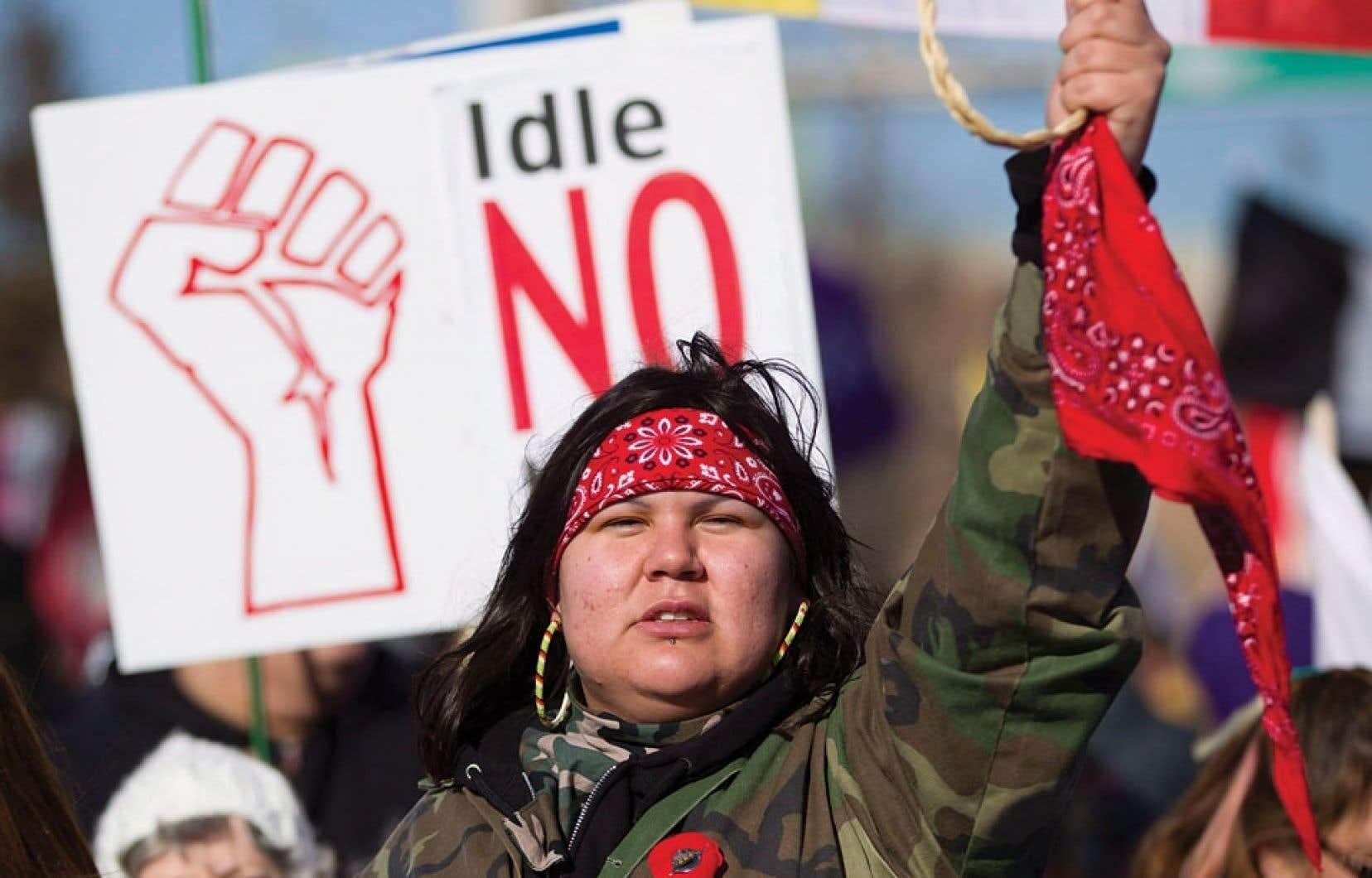 Lui-même algonquin, le sénateur Patrick Brazeau a notamment affirmé que les protestataires du mouvement Idle No More - comme ceux ayant perturbé la circulation près du pont Ambassador, à Windsor, le 16 janvier dernier - ne « représentent rien ».