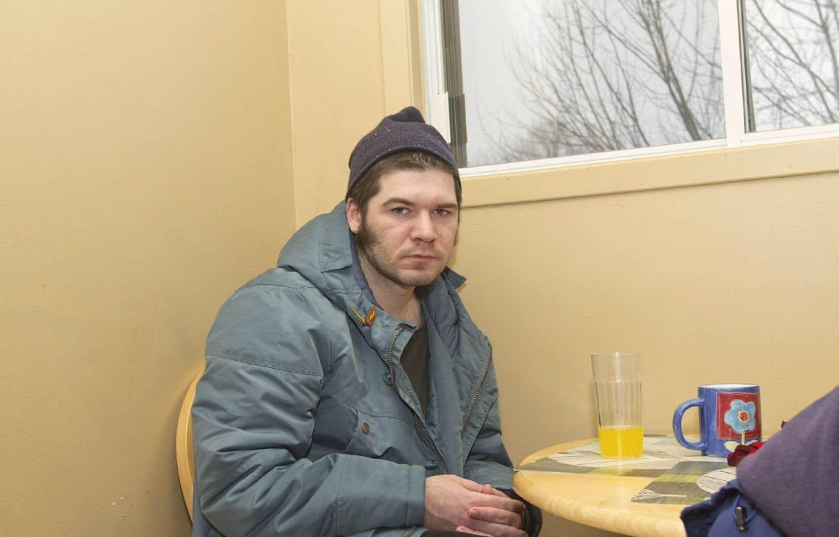 Evgeny (ci-dessus) habite chez Nancy Auger, une mère de famille qui a reçu une formation de l'Institut Douglas pour héberger des personnes souffrant de maladie mentale. Il est nourri, logé, et on supervise sa prise de médicaments. Son rêve? «Avoir un appartement supervisé.»