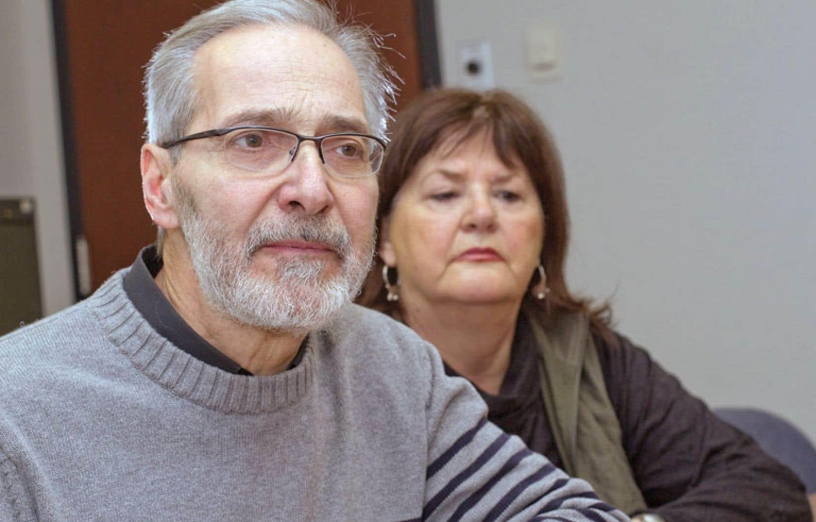 André Reumont, que l'on voit ici en compagnie de sa conjointe, Carole Hamel, a écrit, dans les jours qui ont suivi le suicide de sa fille, un conte pour enfants afin de les initier à la mort et au deuil.