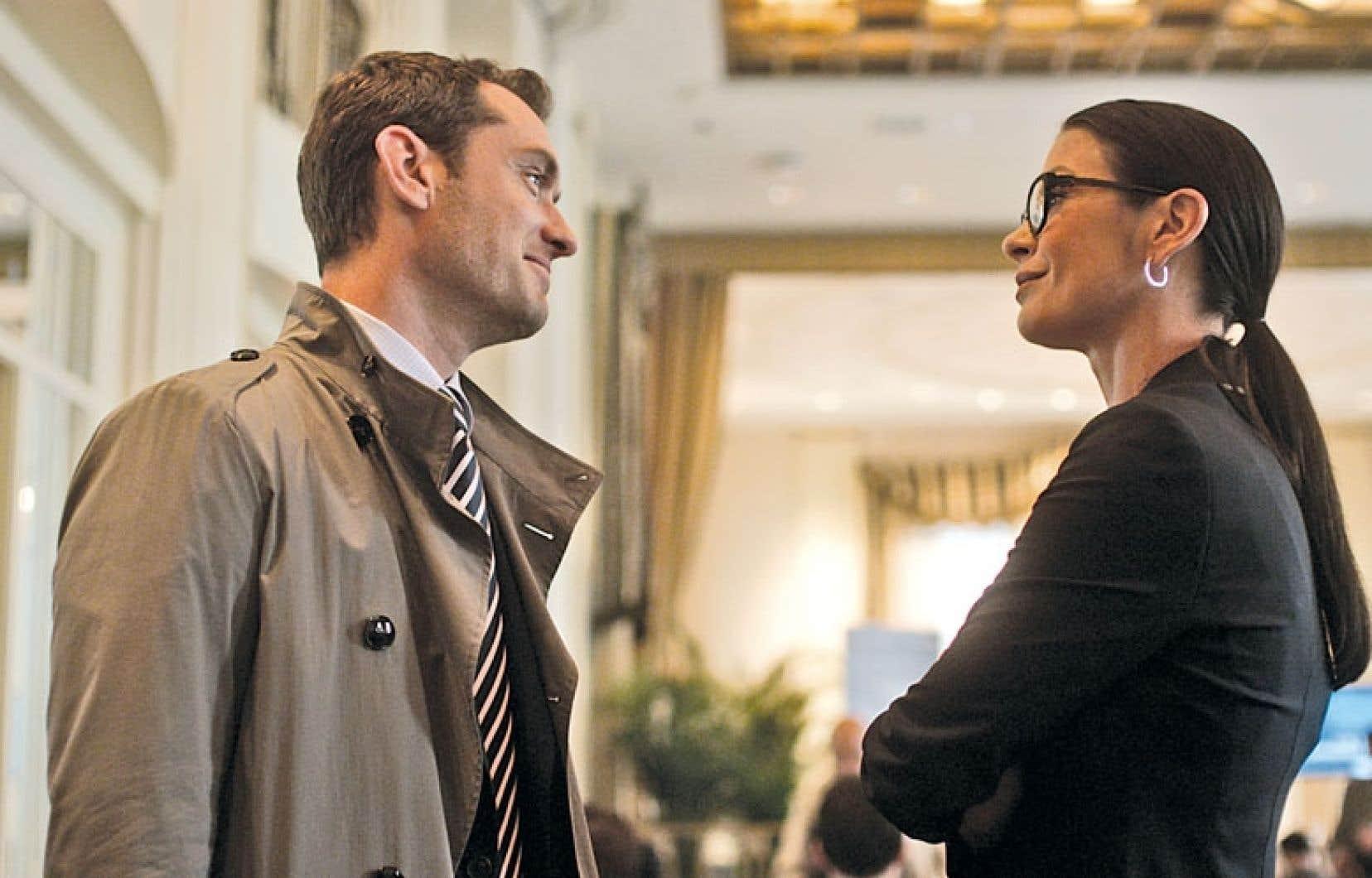 Jude Law en justicier solitaire doublé d'un homme traqué et Catherine Zeta-Jones, son ex-associée.