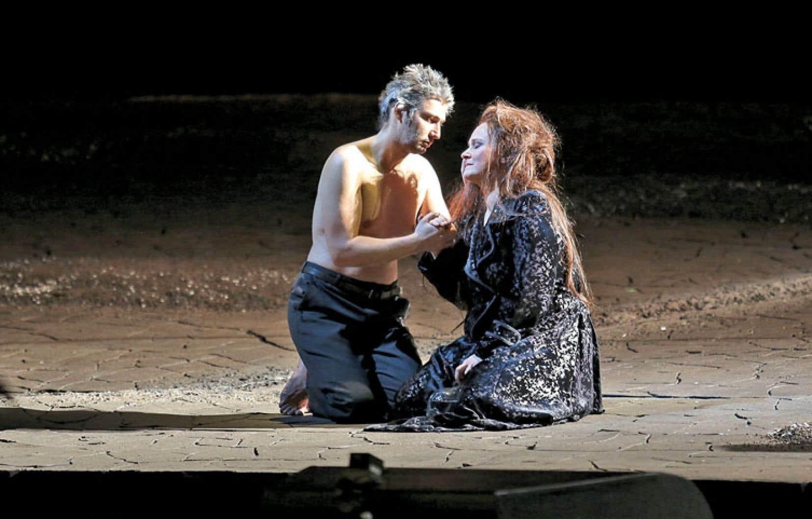 Ci-dessus, Katarina Dalayman et Jonas Kaufmann. Ci-dessous, le metteur en scène québécois François Girard en pleine répétition de Parsifal, l'opéra-testament de Wagner, au Metropolitan Opera.